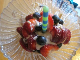 Cupcake and berries2